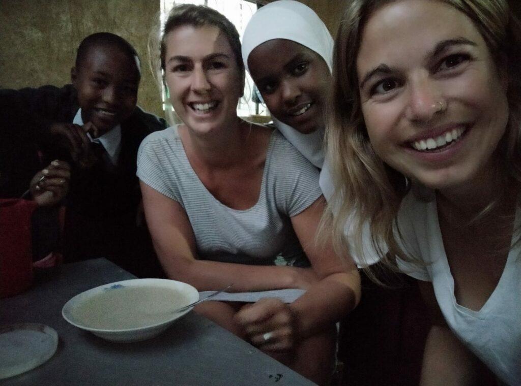 Katrien, Stefanie and the girls in Tanzania